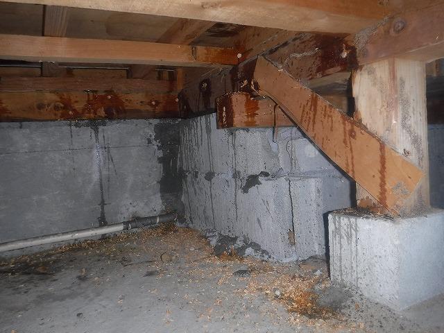 床下木部への薬剤注入 | 北九州市若松区